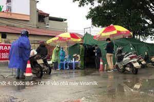 Các lực lượng căng mình tại chốt kiểm soát dịch Covid-19 tại Hà Nội