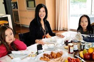 Hồng Nhung hé lộ cuộc sống với cặp song sinh tại Mỹ