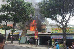 TP.HCM: Cháy dữ dội, quán karaoke ở quận 9 bị thiêu rụi lúc giữa trưa