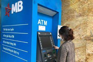 Khách hàng dùng thẻ ATM trong bối cảnh dịch COVID-19 cần lưu ý những gì?