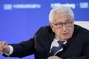 Cựu Ngoại trưởng Kissinger: 'Mỹ không thể một mình đánh bại Covid-19'