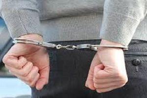 Dùng dao chống lại 2 công an viên khi được mời lên Ủy ban làm việc