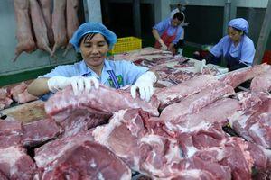Vì đâu giá thịt lợn vẫn cao chót vót dù các doanh nghiệp lớn đã giảm?