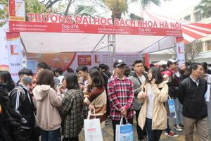 Hai trường đại học lớn ở Hà Nội dành hàng chục tỷ giảm học phí cho sinh viên vì ảnh hưởng Covid-19