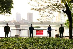 Lập chốt quanh hồ và sân chung cư, quyết liệt xử lý vi phạm Chỉ thị 16 của Thủ tướng Chính phủ