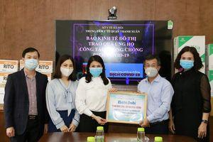 Trung tâm Y tế quận Thanh Xuân tiếp nhận quà giúp phòng, chống dịch qua báo Kinh tế & Đô thị