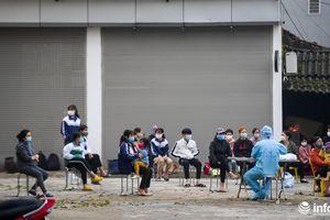 Gần 11.000 người cách ly trong thôn Hạ Lôi, chủ vườn hoa nhờ người xã khác bán giúp