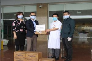 1.500 chai nước súc miệng khử khuẩn Nano bạc tiếp sức cho bác sĩ nơi tuyến đầu chống dịch