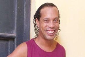 Bạn tù khóc trong tiệc chia tay Ronaldinho