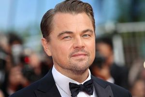 Sao Hollywood tiếp tục chi hàng triệu USD chống dịch