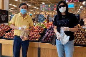 Bà Yingluck khoe gặp ông Thaksin ở siêu thị giữa lúc Dubai giới nghiêm