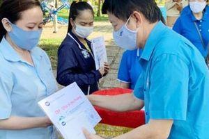 Chuyến xe 'CEP - Chia sẻ yêu thương' đến với công nhân các KCX-KCN