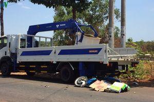 Tông vào đuôi xe tải đang đỗ bên đường, một thanh niên tử vong