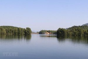 Yên Bái: Dừng hoạt động công ty đổ đất đá xuống lòng hồ Thác Bà