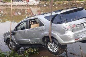 Danh tính 2 nạn nhân trong vụ ô tô mất lái lao xuống sông ở Nam Định