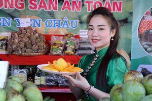 Khai mạc gian hàng trưng bày và giới thiệu sản phẩm xoài Yên Châu