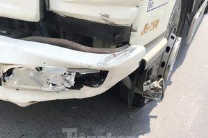 Ô tô nổ lốp sau khi tông vào xe máy, một người tử vong