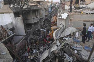 Giới chức y tế Pakistan xác nhận 97 người thiệt mạng và 2 người sống sót trong vụ rơi máy bay