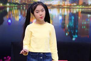 Cô bé 12 tuổi bật khóc cầu xin mẹ: 'Đừng gọi con là mày!'