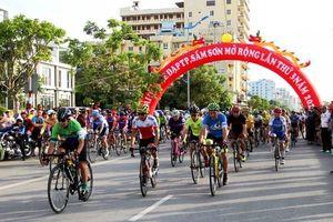 Đua xe đạp ở thành phố du lịch biển xứ Thanh