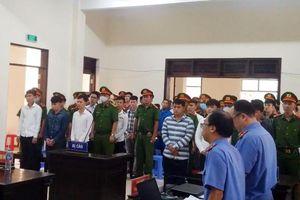 Đại ca cùng 27 đàn em nổ súng 'huyết chiến' tại tiệm cầm đồ ra hầu tòa