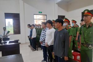 Cảnh sát đứng đặc tại tòa xử đại ca Tân 'móp' cùng đàn em nổ súng truy sát người