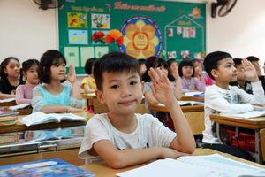 Tuyển sinh đầu cấp ở Hà Nội: Nóng trường điểm, lớp chất lượng cao