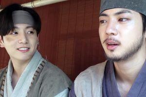 Jin (BTS) tiết lộ sự thật bất ngờ về màn cameo của anh và Jungkook trong Daechwita của Suga, thì ra là có người đã phải 'cầu xin'