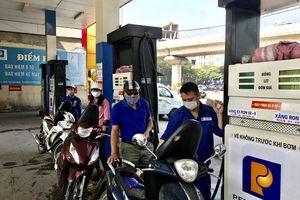 Sụt giảm nguồn cung xăng dầu: Petrolimex khẳng định cung ứng đủ hàng