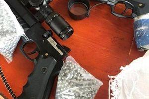 Dừng xe kiểm tra phát hiện 2 khẩu súng hơi cùng 3.000 viên đạn chì