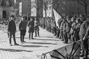 Hàng nghìn quân Liên Xô tử trận sau Ngày Chiến thắng: Nỗi khiếp sợ khiến quân Đức quyết 'mở đường máu'