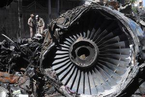 Máy bay Pakistan rơi khiến 97 người chết vì không mở càng hạ cánh?