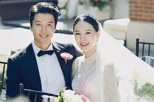 Tài tử Lee Dong Gun và minh tinh Jo Yoon Hee chính thức ly dị sau 3 năm kết hôn
