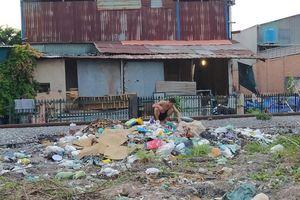 Biến hành lang đường sắt ở Đồng Nai thành bãi rác thải