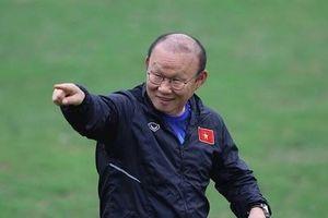 HLV Park tặng 'món quà' đặc biệt cho trung vệ thép của đội tuyển nữ Việt Nam