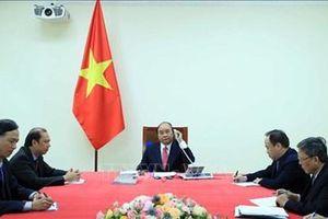 Thủ tướng Nguyễn Xuân Phúc điện đàm với Thủ tướng Singapore