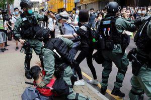 Mỹ, Trung khẩu chiến về Hong Kong