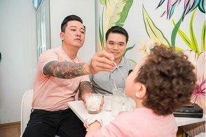 Hương Baby ca ngợi chồng trong ngày khai trương cửa hàng mới
