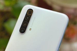 Trên tay Realme X3 SuperZoom: Chip S855 Plus, RAM 12 GB, giá 12,66 triệu
