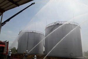 Phối hợp xử lý tình huống giả định sét đánh cháy kho xăng dầu Vạn Điểm