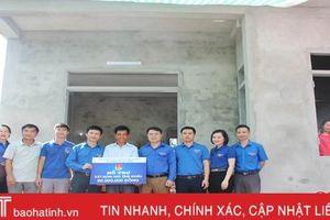 Chi đoàn Sở Tài chính Hà Tĩnh hỗ trợ 50 triệu đồng xây nhà cho hộ nghèo