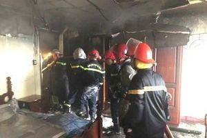 Giải cứu 7 người trong căn nhà 3 tầng bốc cháy dữ dội ở Sài Gòn