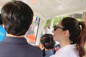 Hoa hậu Thu Thảo đưa con gái đi chơi sau hơn một tuần sinh bé thứ hai