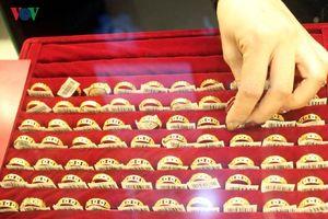 Giá vàng tăng lên mức 49 triệu đồng/lượng, giao dịch mua bán cầm chừng