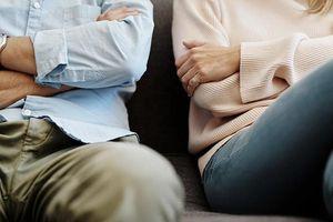Chồng nhất quyết đòi ly hôn chỉ vì vợ yêu cầu phải cách ly do trở về từ vùng dịch