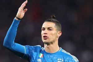 Ronaldo tập sút xa chờ ngày Serie A trở lại