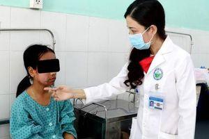 Da mặt thiếu nữ 17 tuổi 'nổ tanh bành' sau khi dùng kem lột trắng da trên mạng