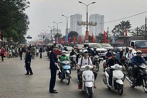 Hà Nội: Phân luồng chống ùn tắc, đảm bảo trật tự an toàn giao thông
