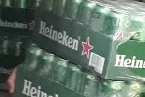 Quảng Trị: Bắt 2.200 lon/chai bia Heineken nhập lậu từ đường dây nóng