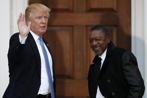 Tỷ phú da màu đầu tiên của Mỹ kiếm tiền ra sao?